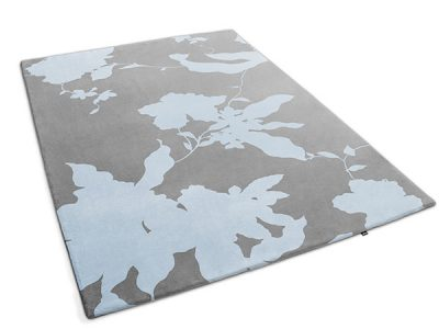 Arianna Rug : A gray and blue floral carpet made by Urba.ca