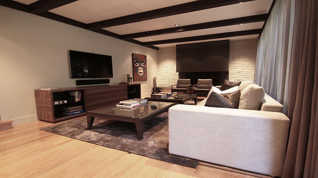 Huge Brown Shiny Rug in a Modern Living Room | Bespoke Rug Canada | Urba Rugs