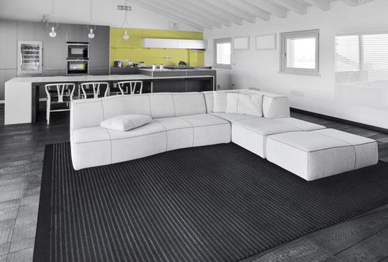 Black Striped Rug in a Modern Decor | Antoine | Urba Rugs