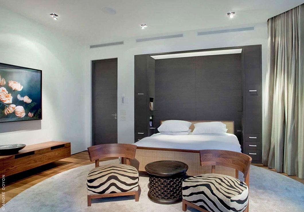 Modern Shiny Rug in a Modern Bedroom | Emma | Urba Rugs