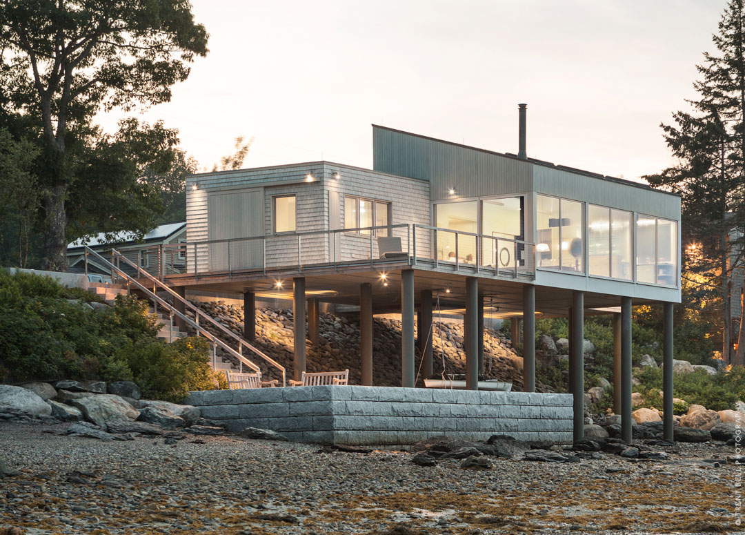 Amazing Contemporary House Located on the Edge of a Bay in Maine